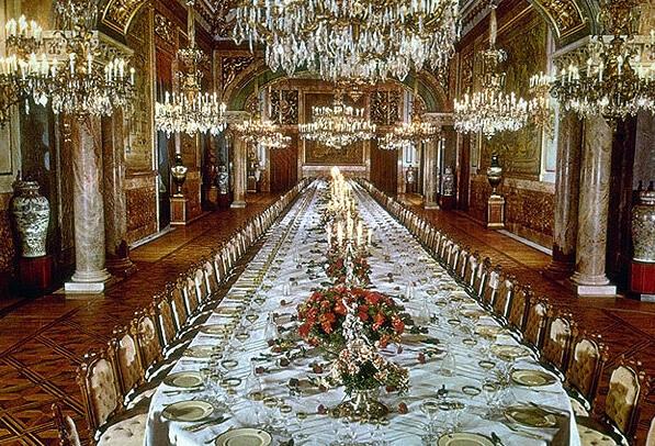 http://madridtouristguides.com/wp-content/uploads/2018/05/Royal-Palace-.-Gala-Dining-Room.jpg