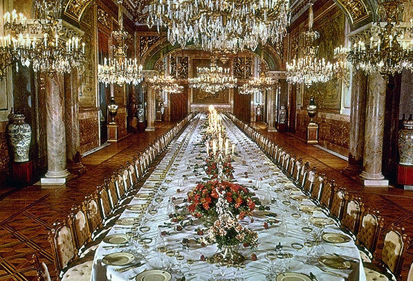 https://madridtouristguides.com/wp-content/uploads/2018/05/Royal-Palace-.-Gala-Dining-Room.jpg
